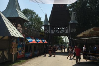 Eingangsbereich Festival Torbogen