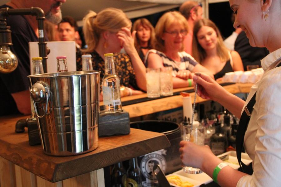 Close-up Bar Initiative deutscher Gin