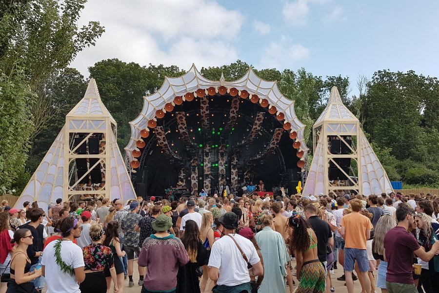 Impressionen Festivalgelände Bühne