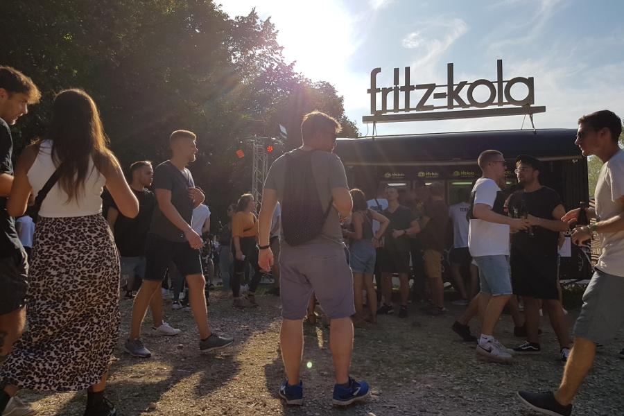 fritz-kola Bauwagen Besucher Sonne