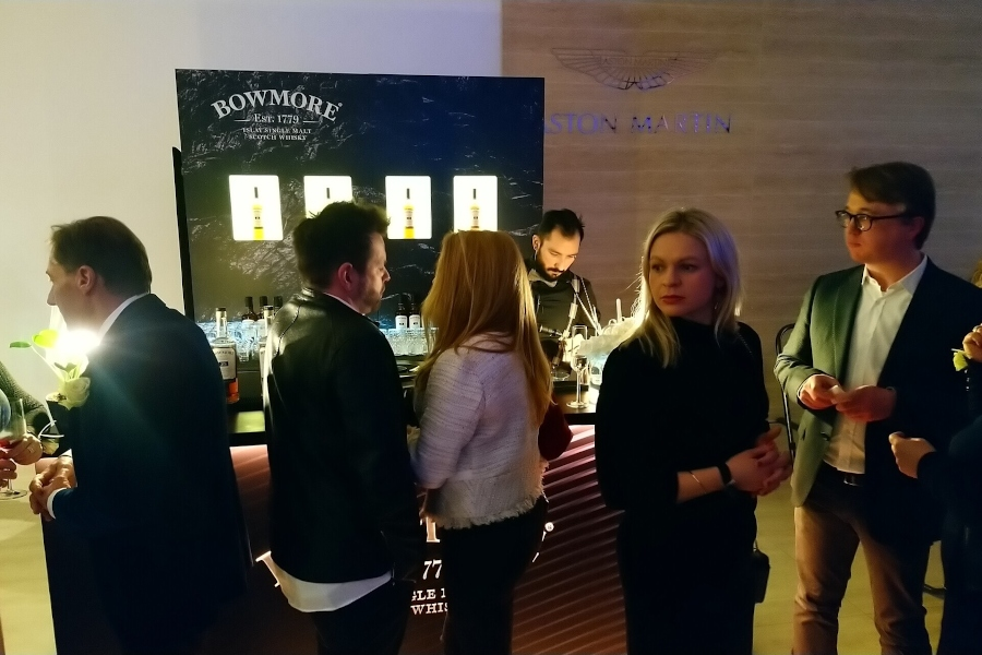 Bowmore Bar Gäste