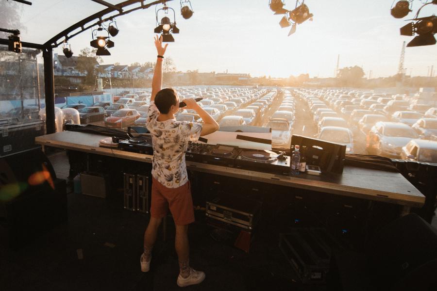 Bühnenansicht Autokonzert DJ