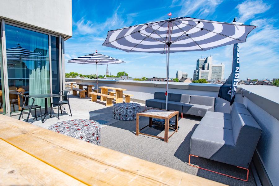 Dachterrasse Möbel Sonnenschirm