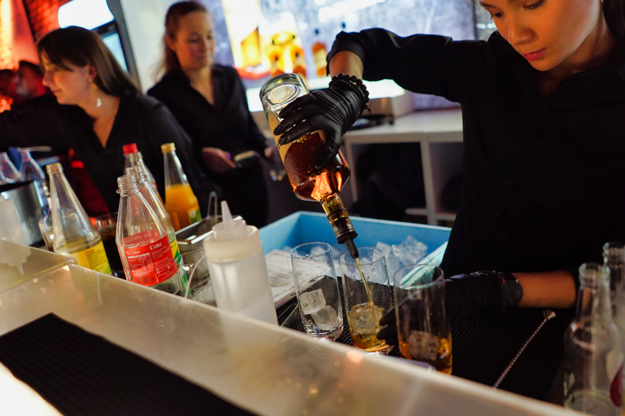 Rum Bar Bartenderin
