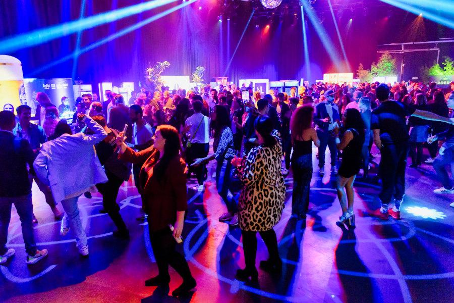 Party tanzende Menge